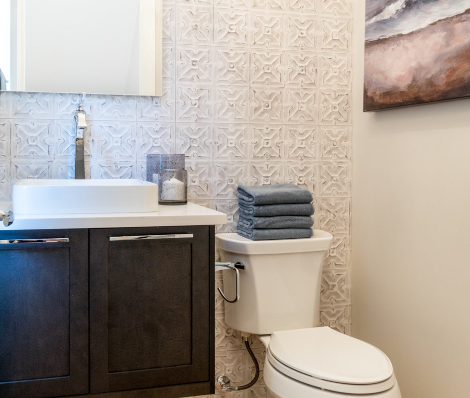 Lighthouse - 1808 31 ave - Powder Room